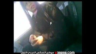 فلاحة خبرة في المص تمص زبر عشيقها في عربية علي الطريق Xnxx Com